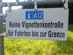 Zusatzschild Keine Vignettenkontrolle für Fahrten bis zur Grenze